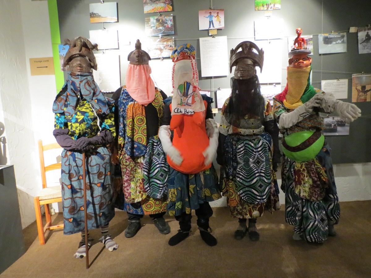 Quand les élèves du club Bénin font découvrir les Gèlèdè - Nuit des Musées ATP 2012